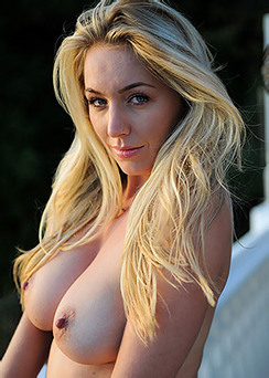 Hayley Marie Gets Naked By The Sunset